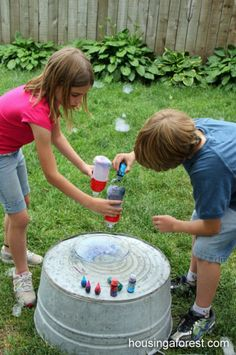 Comment réaliser ce serpent de bulle arc-en-ciel en un rien de temps... Une astuce géniale pour les enfants !
