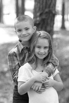 Nicki Evans Photography, www.nickievansphotography.com, children's portraits, children's portrait ideas, portraits of kids, brother/sister portraits, black and white photography, outdoor portrait session, Lufkin TX