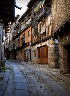 TRADITION AND HISTORY IN SALAMANCA @lagran_escapada:  La Alberca, belleza y tradición y encanto en #Salamanca pic.twitter.com/CUHzgIgqvc