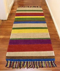 Floor Refresh: 20 DIY Pattern Tutorials to Update a Rug Crochet Carpet, Crochet Home, Love Crochet, Knit Crochet, Knit Rug, Peg Loom, Geek Decor, Modern Rugs, Rug Making