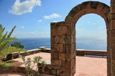 Close to the famous Balata dei Turchi Bay, amazing dammuso-villa with panoramic sea view. The property includes the main dammuso, two outbuildings for guests and 8,500 sq.m. of land with Mediterranean garden.