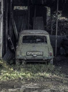 Rusted old Mini, photo by David Oxberry
