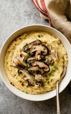 HEALTHY Cauliflower Polenta is great served with your choice of protein: grilled tofu, beans or legumes, or even grilled chicken! #glutenfree #vegetarian #healthyrecipe