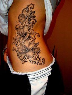 Glockenblumen Tattoo Hüfte Frau