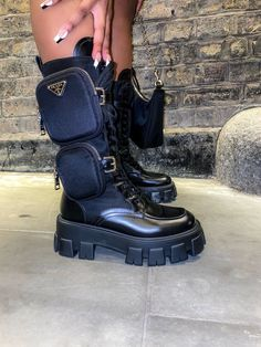 Sneakers Mode, Sneakers Fashion, Fashion Shoes, Shoes Sneakers, Shoes Heels, Dream Shoes, Crazy Shoes, Me Too Shoes, Heeled Boots