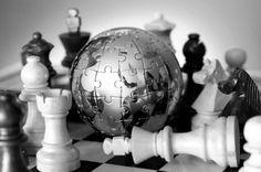Um dos setores profissionais mais promissores dos últimos anos, o mercado de relações internacionais envolve conhecimentos de geografia, idiomas, interesse por economia, política, direito, história, cultura dos povos, entre outras habilidades.