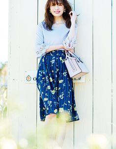 さり気ない上下花柄で女っぽい♡王道の甘さが可愛い、華やかな春の休日コーデ | andGIRL [アンドガール]
