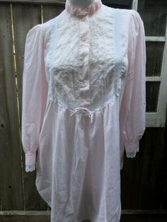 6a38638fe1 Vintage NightShirt Cotton Bl Eyelet Lace Ruffle Size M Willow Creek  Nightgown