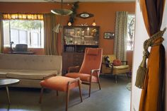 A Millennial in Love With Midcentury Modernism Creates Time Capsule Bachelor Pad - Curbedclockmenumore-arrow : Miles McDermott didn't want midcentury inspired; he wanted the real deal Mcm House, Mid Century Living Room, Kitchens And Bedrooms, Futuristic Furniture, My Furniture, Mid Century Design, Retro, Midcentury Modern, Home Interior Design