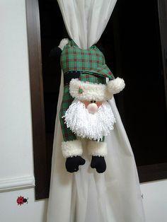 Noel cortina by Leozinha Docinho, via Flickr    prendedor para las cortinas navidad