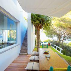 【素敵過ぎ】シェードの下の心地良いアウトドアスペース | 住宅デザイン