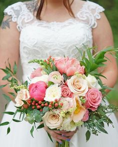 Sharing another from @morghanxox's bridals because this bouquet was one of our favs!  #peachesandpeonies #utahfloral #utahflorist #utahbridals #utahwedding #bridalbouquet  www.peachesandpeoniesfloral.wordpress.com