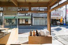 okomeya rice store by schemata enlivens tokyo shopping street Tokyo Shopping, Shopping Street, Japanese Architecture, Interior Architecture, Visual Merchandising, Japanese Restaurant Design, Cafe Shop Design, Store Design, Tokyo Design