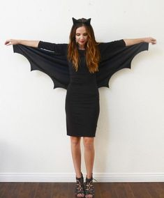 Mardi Gras costumes for women - 10 ideas with instructions yourself as a bat . - Mardi Gras costumes for women – 10 ideas with instructions masquerade as a bat woman or bat Meme Costume, Diy Bat Costume, Bat Halloween Costume, Easy College Halloween Costumes, Costume Ideas, Wolf Costume, Cowgirl Costume, Halloween Outfits, Diy Halloween