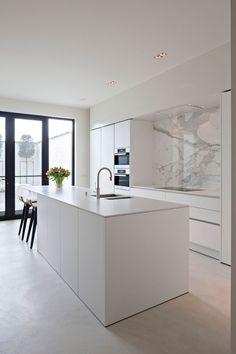 The kitchen that is top-notch white kitchen , modern kitchen , kitchen design ideas! Home Decor Kitchen, Kitchen Room, Kitchen Remodel, Kitchen Decor, Contemporary Kitchen, New Kitchen, White Modern Kitchen, Home Kitchens, Kitchen Design