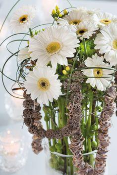 Wonderful white gerbera bouquet in a glasses vase #whitegerberas #inspiration #colouredbygerbera #dutchgerbera