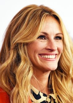 Julia Roberts Receives Award at Hotel Where 'Pretty Woman' Was Filmed 25 Years Ago! | Closer Weekly