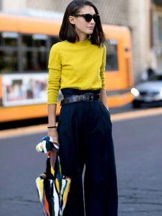 Pantalon large taille haute + très fin pull coloré = le bon mix