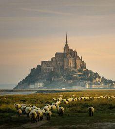 Les plus beaux châteaux: Le Mont Saint-Michel, France