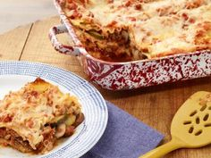 Single layer of ricotta, then single layer of sausage sauce; the ricotta and marinara are not mingled....Ann Burrell's Lasagne