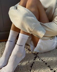 Socks: The unexpected accessory taking over your Spring wardrobe. Yours, and Danielle Bernstein's, Tezza and more style influencers! 2000s Fashion, Look Fashion, Fashion Outfits, Fashion Tips, Fashion Women, Looks Style, Style Me, Socks Outfit, Summer Outfits