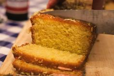 İdeen Easy Cake This coconut bread is the perfect substitute for normal bread and also helps when . Sweets Recipes, Baking Recipes, Desserts, Healthy Cake, Healthy Treats, Cake Recept, Sunday Dinner Recipes, Kitchen Recipes, Food Cakes