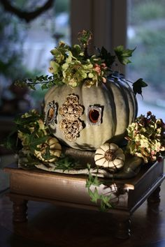 Pretty halloween decoration, if you like to decorate more stylish and not go all crazy with orange and black.