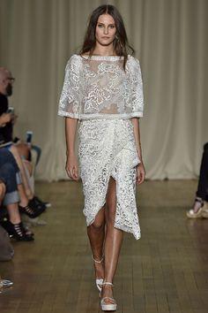 Marchesa Spring 2015 Runway Show Runway Fashion, High Fashion, Fashion Show, Fashion Design, 2015 Fashion Trends, Marchesa Spring, Spring Summer 2015, Creations, White Dress