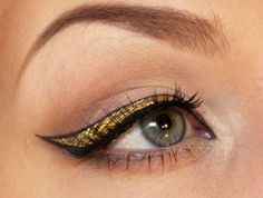 gold eyeliner I love this dramatic gold eye liner/painting(?) I just wish I could do something like this to myself - maybe I can get the teenager to do it for me.than again she'll tell me I'm too old to look this cool. Cute Eye Makeup, Simple Eye Makeup, Eye Makeup Tips, Makeup Art, Makeup Looks, Hair Makeup, Makeup Ideas, Amazing Makeup, Glam Makeup