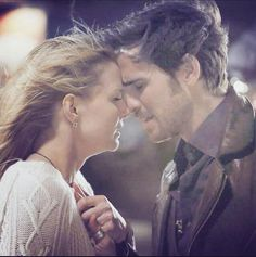 Captain Swan in the Once Upon a Time Season 4 Finale ;( I really hope Hook is the one to save her. That would be awesome.