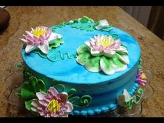 VIDEO TUTORIAL:  Beautiful water lily cake decorated by Liz Larson