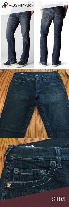 "True Religion ""bobby"" coated Denim. Size 32 Like new 🆕 True Religion ""bobby"" coated Denim. Size 32 True Religion Jeans Straight"