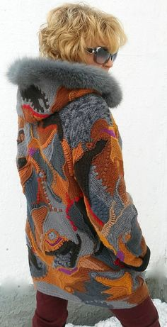 Crocheted coat for winter with hood, knitted cardigan with fur, coat a patchwork… - Stirnband stricken Gilet Crochet, Crochet Jacket, Freeform Crochet, Crochet Cardigan, Knit Crochet, Moda Crochet, Crochet Baby, Winter Jackets Women, Coat Patterns