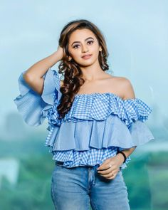 Holy moly, me oh my, you're the apple of my eye 🤗 Indian Fashion Trends, Indian Designer Outfits, Lovely Girl Image, Girls Image, Indian Tv Actress, Indian Actresses, Indian Wedding Outfits, Indian Outfits, Fashion Sale