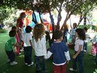 I bambini della I elementare nel parco di Villa Trabia, durante la gara di orienteering.