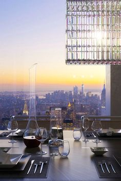 Now this I would call a dinner with a view.....probably would not find a Minute to eat though..