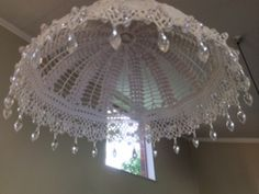 Crocheted pendadt lampshade with beads Cotton Crochet, White Linens, Chandelier, Ceiling Lights, Beads, Create, Pendant, Beautiful, Craft Ideas