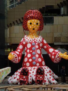 """Kusama's Huge Balloon Doll """"Yayoi-chan"""" in Roppongi, Tokyo"""