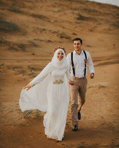 ≫ islamic wedding dress gallery, pin by khadijah j on hijab fashion Muslimah Wedding Dress, Muslim Wedding Dresses, Muslim Brides, Pre Wedding Photoshoot, Wedding Poses, Hijab Sport, Prewedding Hijab, Malay Wedding Dress, Wedding Hijab Styles