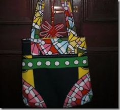 projectsbyjane.blogspot.com This site links to 45 different bag making tutorials