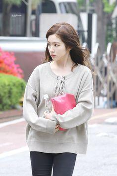Red Velvet Irene Pop Fashion, Daily Fashion, Girl Fashion, Fashion Women, Seulgi, Girls Fashion Clothes, Fashion Outfits, Korean Girl, Asian Girl