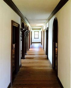 gunston hall, 1759. the second floor passageway with its triple arcade open to the stair hall.