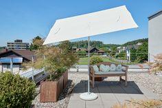 Glatz Flex-Roof Sonnenschirm!  Flexibler und UV-beständiger Sonnenschirm, auch als Sichtschutz verwendbar!   Eigenschaften: - Material: 2-teiliger Mast und Dachstreben aus Stahl, pulverbeschichtet platinum, Stockdurchmesser 32mm - Bezug: 100% Polyester 180g/m² - Gestell: 5-teilig inkl. Dachstrebe - Schirmgröße: 210x150cm - Durchgangshöhe: 190cm - Gesamthöhe: 215cm - Empfohlenes Sockelgewicht: 40Kg Sockel NICHT im Lieferumfang enthalten