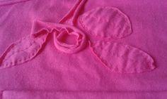 Camiseta em malha de algodão com aplicações feitas do próprio tecido- 04/04