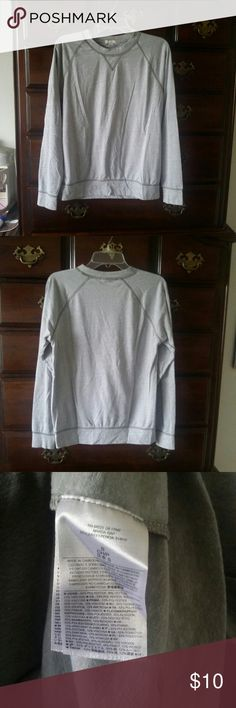 Triblend Raglan Top Looks like a sweatshirt but it's actually has the weight of a long sleeve tee. Excellent condition. I accept reasonable offers GAP Tops Tees - Long Sleeve