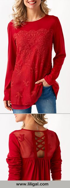 Darling red blouse with crisscross panel in back. Look Fashion, Winter Fashion, Fashion Outfits, Womens Fashion, Pretty Outfits, Beautiful Outfits, Cool Outfits, Red Blouses, Cute Tops