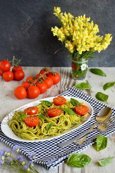 Passions, hobbies, life: Makaron spaghetti w sosie bazyliowym z pomidorkami...