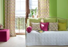 Študentská izba - závesy kombinované s vankúšikmi z kolekcie Jupiter. Kvietkované tkaniny z výpredajovej kolekcie.  #vankuse#spalna#obyvacka#detskaizba#kvety Bed, Fabric, Furniture, Collection, Home Decor, Flowers, Tejido, Tela, Decoration Home