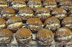 topreceptek.hu: Diós kagylósüti tojásos-likőrös krémmel. Hungarian Desserts, Hungarian Recipes, Winter Food, Four, Butter, Cake Cookies, Nutella, Creme, Main Dishes
