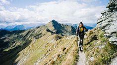 Wandern macht glücklich (Foto: Karnischer Höhenweg)